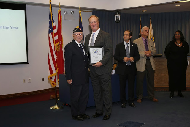 Shipmate Baum receiving Outstanding Veteran of the year for Branch 208 from Jacksonville Mayor Phillips