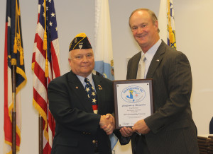 S/M PAUL SIVERSON RECEIVING THE OUTSTANDING VETERAN OF THE YEAR AWARD FOR BRANCH 208 FROM JACKSONVILLE CITY MAYOR ON 17 NOVEMBER 2015